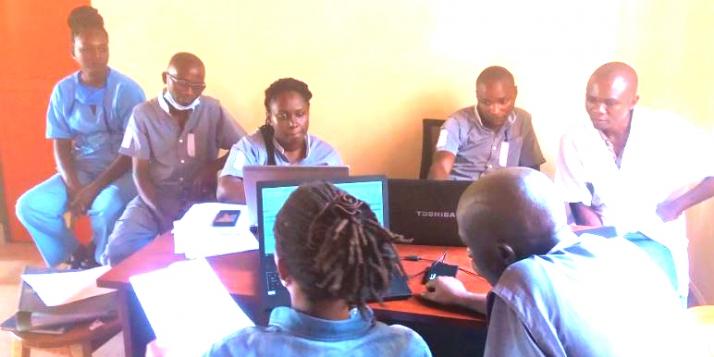 Centre Akamuri Bujumbura - Formation kinésithérapeutes à l'utilisation du logiciel DMI - MPR (C) APEFE