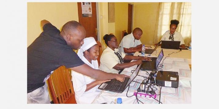 Institut St Kisito - Formation personnel administratif au logiciel Open clinic MPR (C) APEFE