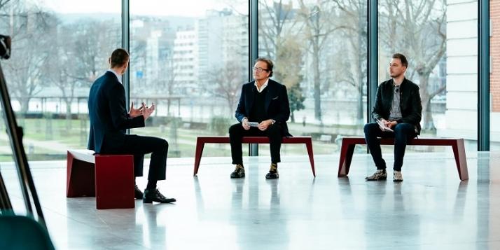 300 Millions de critiques à Liège © J.Van Belle - WBI