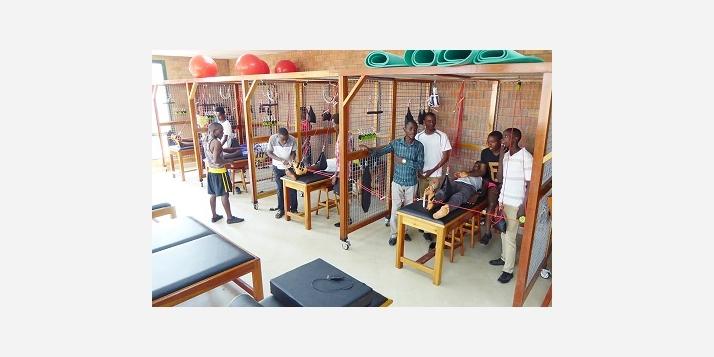 Travail pratique dans les cages de pouliethérapie (C) APEFE