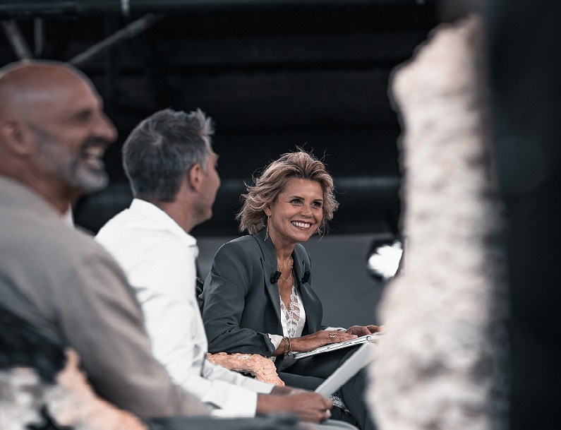 L'émission 400 millions de critiques de TV5Monde au BPS22 à Charleroi (c) J. Van Belle - WBI