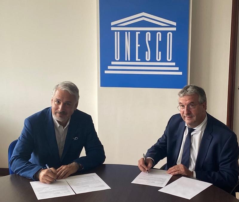 Signature de la nouvelle contribution de Wallonie-Bruxelles au Fonds international de la diversité culturelle (FIDC) de l'UNESCO (© DGWB Paris)