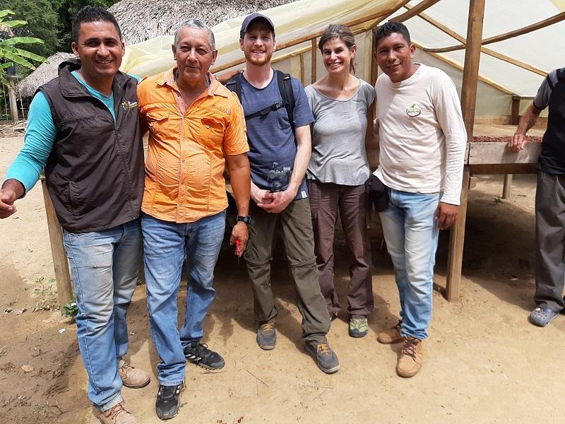 L'équipe de la chocolaterie Legast avec des producteurs partenaires (c) Legast Artisan Chocolatier