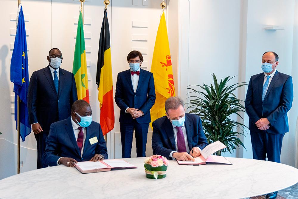 Signature des intentions en avril 2021 en présence du Président du Sénégal, Macky Sall, du Ministre-Président du Gouvernement wallon, Elio Di Rupo et du Ministre de l'Economie Willy Borsus.