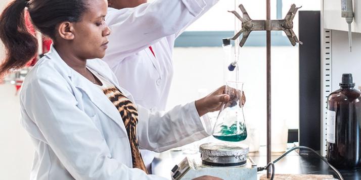 Laboratoire de recherche à l'Université du Rwanda © Dominique Pirnay - Woush