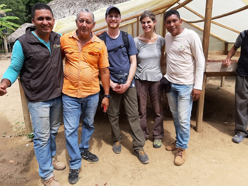 L'équipe de la chocolaterie Legast avec des producteurs partenaires