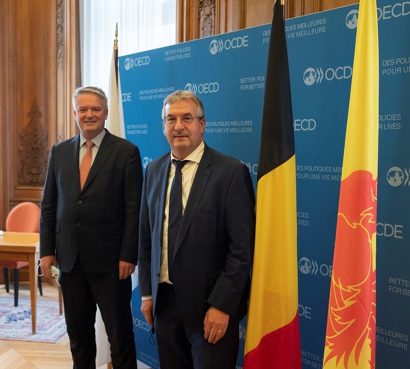 Le Ministre-Président Jeholet et le Secrétaire général de l'OCDE Mathias Corman (© Julien Daniel)