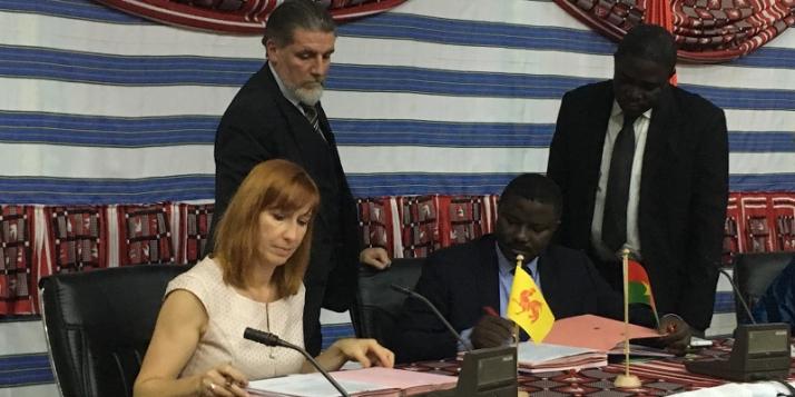 Pascale Delcomminette, Administratrice générale de WBI, et Dieudonné Désiré Sougouri, Secrétaire Général du Ministère des affaires étrangères burkinabé - cliquer pour agrandir