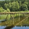 Le Pont de Claies du village de Laforêt, reconstruit chaque année à la belle saison (c) WBT-JPRemy - cliquer pour agrandir
