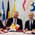 signature accord FWB-Chili - cliquer pour agrandir