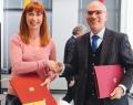 Mme Pascale Delcomminette, Administratrice générale de WBI, et Mr Nabil Ammar, Directeur général des Affaires Politiques, Economiques et de Coopération pour l'Europe et l'Union Européenne au Ministère des Affaires étrangères